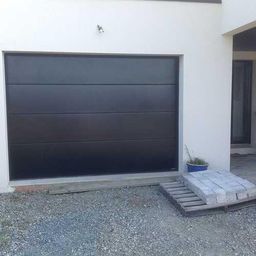 Porte de garage sectionnelle motorisée - Trégastel