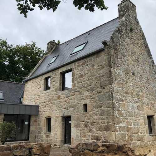 Rénovation des menuiseries d''une maison en pierre - Ploubezre (22)