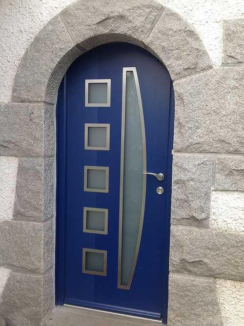 Rénovation porte entrée alu bleue, contemporaine - Pleumeur Bodou 0