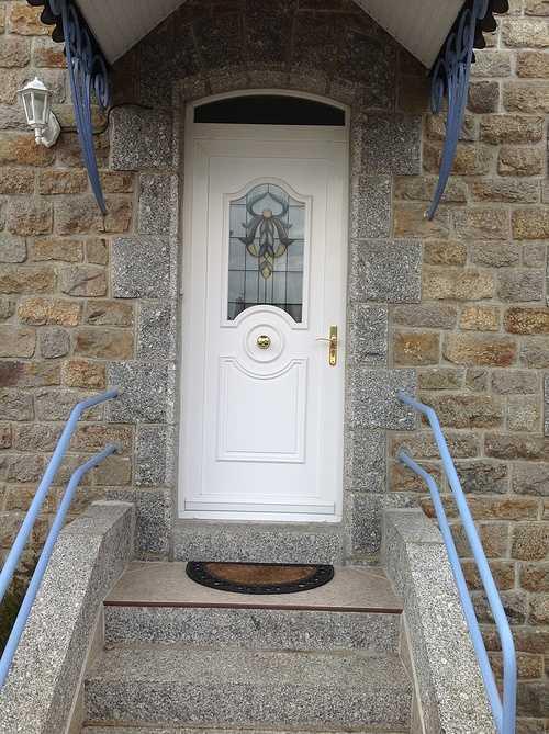 Porte d''entrée avec inclusion de laiton et vitrail - Pabu 0