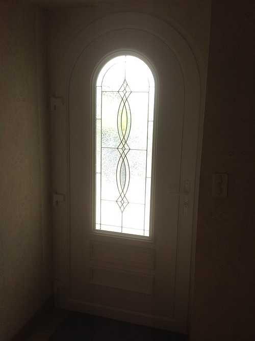 Porte entrée PVC avec vitrail et inclusions laiton- Tréglamus 1546