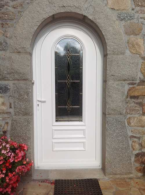 Porte entrée PVC avec vitrail et inclusions laiton- Tréglamus 0