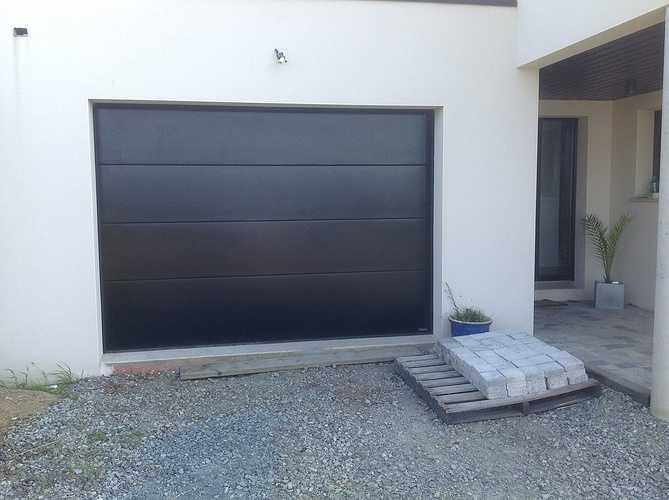 Porte de garage sectionnelle motorisée - Trégastel 0