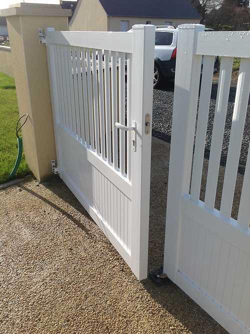 Portail PVC cadre inox soudé intégré avec serrure inox encastrée - Bégard 0