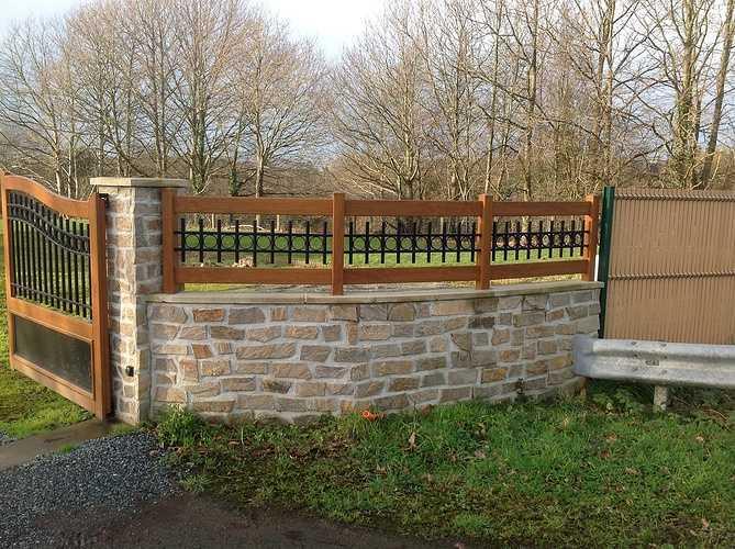 Portail et clôture mixte PVC imitation bois et ALU laqué noir - Plounevez Moedec 1149