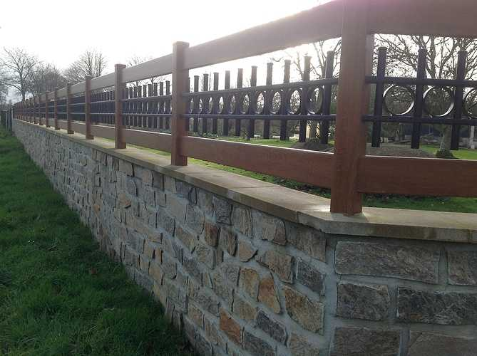 Portail et clôture mixte PVC imitation bois et ALU laqué noir - Plounevez Moedec 1152