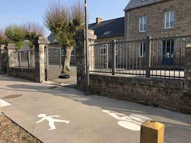 Garde-corps, portails et clôture alu dans une école maternelle bonot1