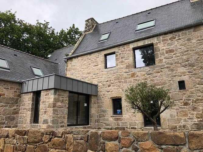 Rénovation des menuiseries d''une maison en pierre - Ploubezre (22) 6431329625010318632902771912012289335099392n