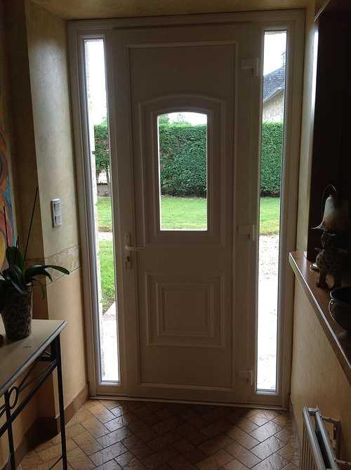Porte d''entrée PVC avec 2 fixes latéraux- Pluzunet 0
