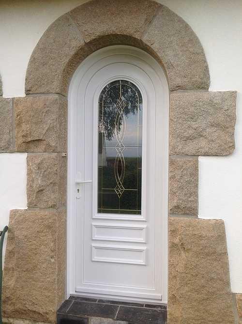 Porte entrée PVC plein cintre, incrustations de laiton - Plouisy 0