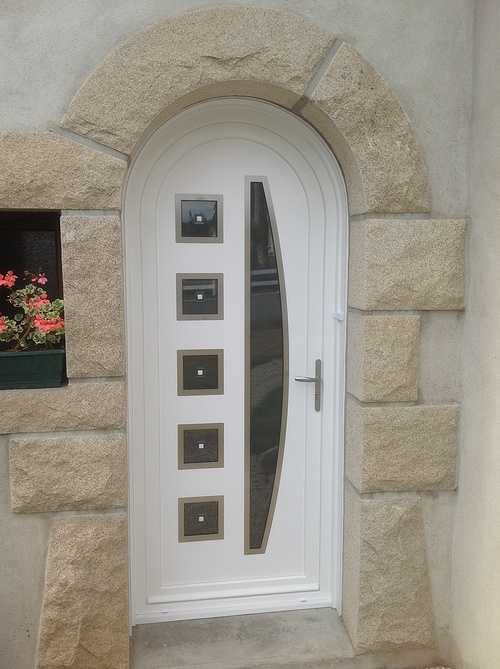 Porte d''entrée PVC et porte de garage basculante acier - Ploumagoar 873