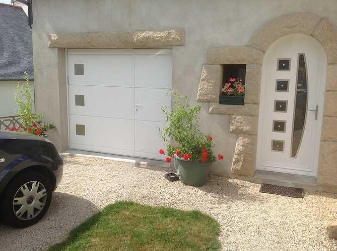 Porte d''entrée PVC et porte de garage basculante acier - Ploumagoar 0